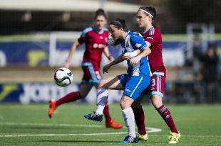 Paloma Fernández y Sandra Ramajo disputan un balón en el Espanyol - Real Sociedad de la Primera División Femenina.
