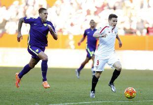 Los goles de Kevin Gameiro volvieron a ser decisivos en la ajustada victoria del Sevilla sobre el Málaga CF por 2-1