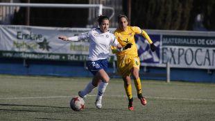 Una acción del partido disputado entre el Zaragoza CFF y el Santa Teresa.