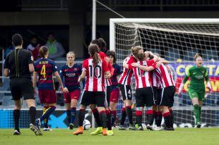 El Athletic celebra el gol del empate ante el FC Barcelona en la Primera División Femenina.