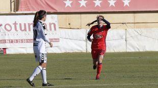 Bea Beltrán celebra el primero de los tres goles que significaron la victoria de la Real Sociedad ante el F. Albacete.