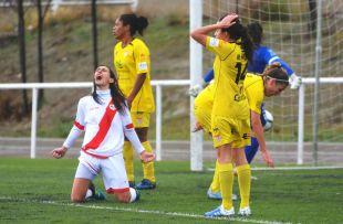 Saray surante el Rayo Vallecano - Santa Teresa CD de la Primera División Femenina.