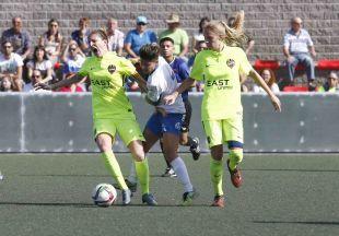 Mariajo y Adriana disputan un balón en el partido entre el UD Granadilla Tfe Egatesa y el Levante UD, de la Primera División Femenina.