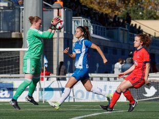 Mariasun bloca un balón en el Espanyol - Real Sociedad.