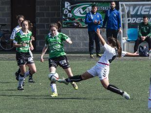 Un lance del partido disputado entre el Oviedo Moderno y el F. Albacete.