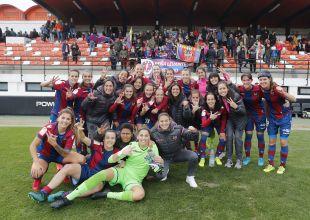 El Levante UD celebra su gran victoria en el derbi valenciano ante el VCF Femenino.