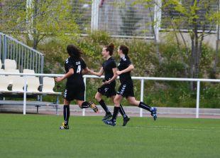 La alegría de Nuria Mallada tras su gol en el Rayo - T.Alcaine ZGZ. Primera División Femenina