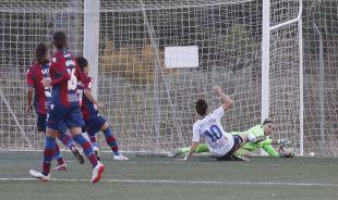 Noelia evita el gol de Nuria Mallada en el Levante Femenino - Zaragoza CFF.