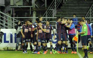 Los jugadores del Eibar celebran un gol.