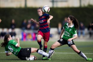 Ille se enfrentó a su ex equipo, el Oviedo Moderno, la del FC Barcelona anotó dos tantos, en la Primera División Femenina.