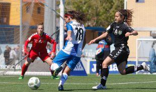 Paloma F. dispara a puerta ante la presencia de una rival.