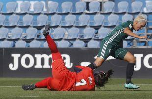 Mimi, que sustituyó a la lesionada Mariajo, salvó el gol bético en varias ocasiones.