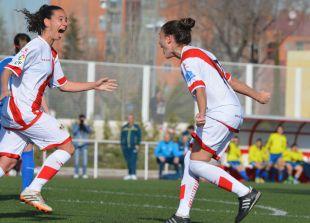 Codonal celebra junto a Ale su tanto ante el Oiartzun KE, en la Primera División Femenina.