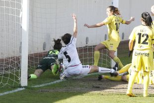 Un lance del partido entre el F. Albacete y Santa Teresa CD, que se saldó con empate a cuatro, en la Primera División Femenina.