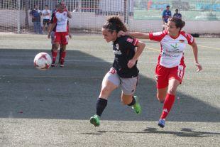 Un lance del partido disputado entre el Santa Teresa y el Athletic.