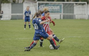 Un lance del partido que enfrentó al Oiartzun KE - At. Madrid Femenino.