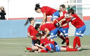 Las jugadoras del Collerense celebran el tanto de la victoria ante el Espanyol, en la Primera División Femenina.