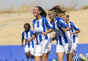 Las jugadoras del Sporting Huelva celebran el gol de la victoria ante el Sevilla.