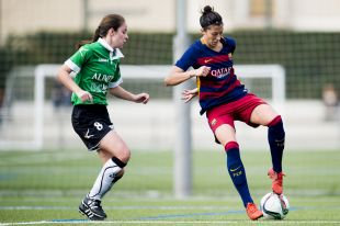 Jenni Hermoso, que marcó un gol, durante una jugada del partido ante el Oviedo Moderno, en la Primera División Femenina.