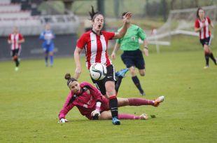 Yulema, en una jugada del partido entre el Athletic y el Granadilla Egatesa, en la Primera División Femenina.