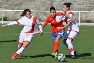 Un lance del juego del encuentro disputado entre el Rayo Vallecano y el UD Collerense.