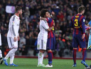 Marcelo y Dani Alves se saludaron amistosamente tras el encuentro