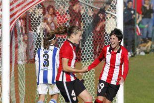 Irene Paredes celebra uno de los cinco tantos que el Athletic Club Femenino marcó a la Real Sociedad.