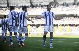 Agirretxe celebra el segundo gol de la Real Sociedad ante el Eibar.