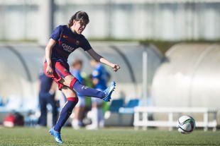 Miriam ejecuta un disparo durante el partido disputado entre el FC Barcelona y el UD Collerense.