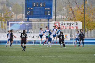 Leles, del Fundación Albacete, ejecuta una falta durante el partido ante el Transportes Alcaine, en la Primera División Femenina.