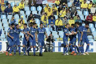 Los jugadores del Getafe felicitan a Lafita por su gol ante el Villarreal.