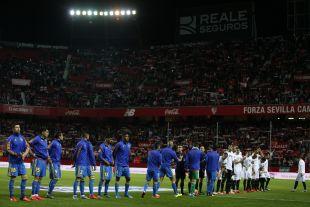 Un Ramón Sánchez-Pizjuán de gala fue el escenario de la quinta victoria consecutiva del Sevilla como local en la Liga BBVA, un triunfo por 1-0 ante el Valencia gracias a un gol de Sergio Escudero