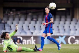 Jenni Hermoso supera a Mimi, la meta del Espanyol.