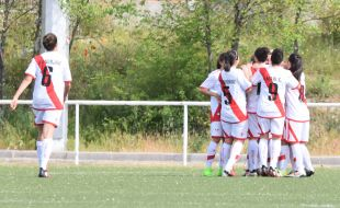 El Rayo celebra el gol de Natalia.