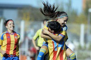 Beristain celebra el tanto de Carol en el partido que enfrentó al Rayo Vallecano y al Valencia CF.