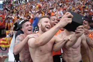 Los jugadores del Valencia festejaron la cuarta plaza