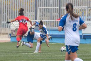 Un lance del partido disputado entre el CD Transportes Alcaine y el RCD Espanyol Femení.