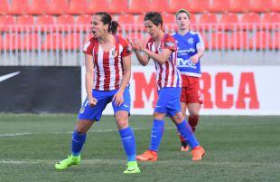 Marta Corredera celebra uno de los tres tantos que anotó ante el Tacuense.
