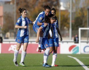 'Lombi' celebra uno de los goles de su equipo esta temporada.