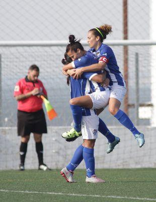 Las jugadoras del Sporting de Huelva celebran uno de los dos tantos que marcaron en el empate a dos ante el Fundación Albacete.