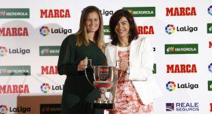 La Presidenta del CSD María José Rienda entregó a la portera del FC Barcelona Sandra Paños el premio a la portera menos goleada