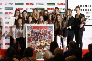 La selección sub-19 femenina de España recibió también un reconocimiento después de su conquista del Campeonato de Europa de la categoría el pasado verano