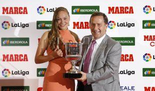 Irene Guerrero (R. Betis Féminas) recibió el premio a jugadora revelación de la temporada