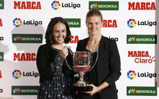 Irene Paredes recibió el trofeo a mejor jugadora de la selección española