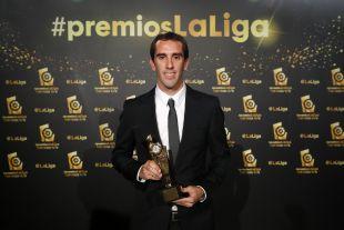 Diego Godín conquistó el premio al 'Mejor Defensa de LaLiga Santander 2015/16'