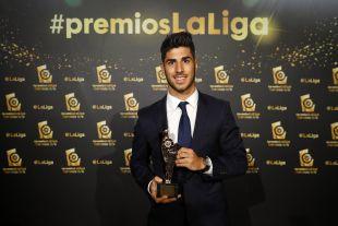 Marco Asensio (Real Madrid) recibió el premio al 'Jugador Revelación de LaLiga Santander 2015/16' por su labor la pasada campaña en el RCD Espanyol