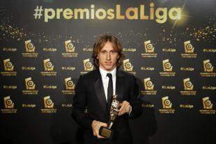 Luka Modric recogió el premio al 'Mejor Centrocampista de LaLiga Santander 2015/16