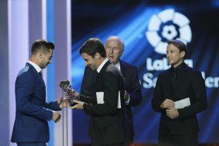 Sergio León (CA Osasuna) conquistó el trofeo a 'Mejor Delantero de LaLiga 1l2l3' por su actuación la pasada campaña en el Elche CF