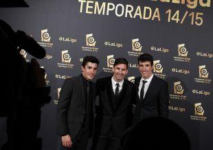 Los hermanos Márquez posan con Messi en el backstage,