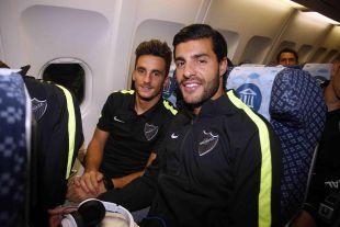 Juan Carlos y Miguel Torres, en el avión de camino a Argentina.